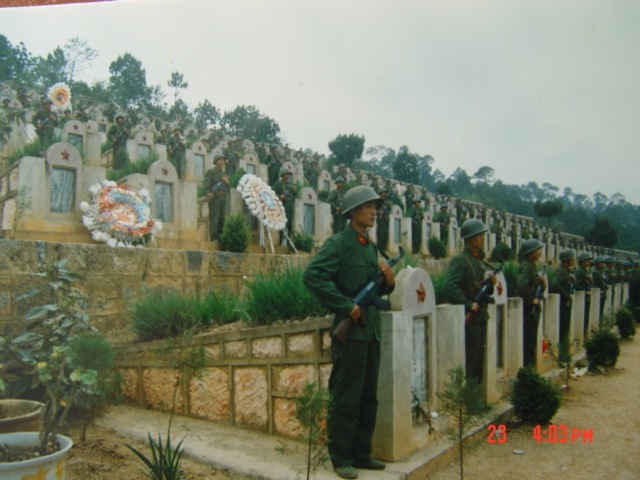 Nghĩa trang lính Trung Quốc chết trong trận đánh Lão Sơn